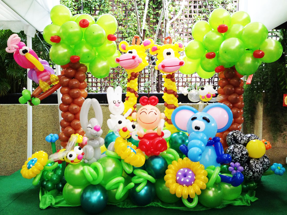 Balloon garden display decoration at vip house singapore for Animals decoration games