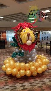 Life sized balloon lion display backdrop