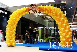 Balloon Arch for Disney Treasure Trove