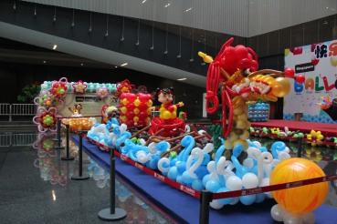 Life sized balloon dragon boat