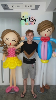 Human balloon sculpture couple with Ouji