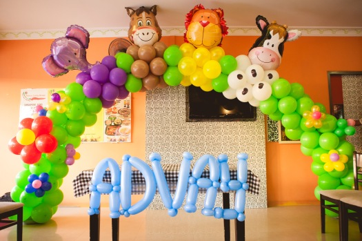 A  animal balloon arch made with balloon foil. Cute and simple!