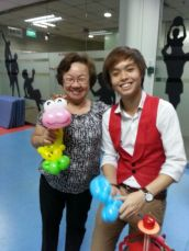 happy fan of mine holding a balloon giraffe