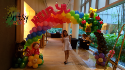little-red-riding-hood-balloon-arch-with-monkeys-and-owls