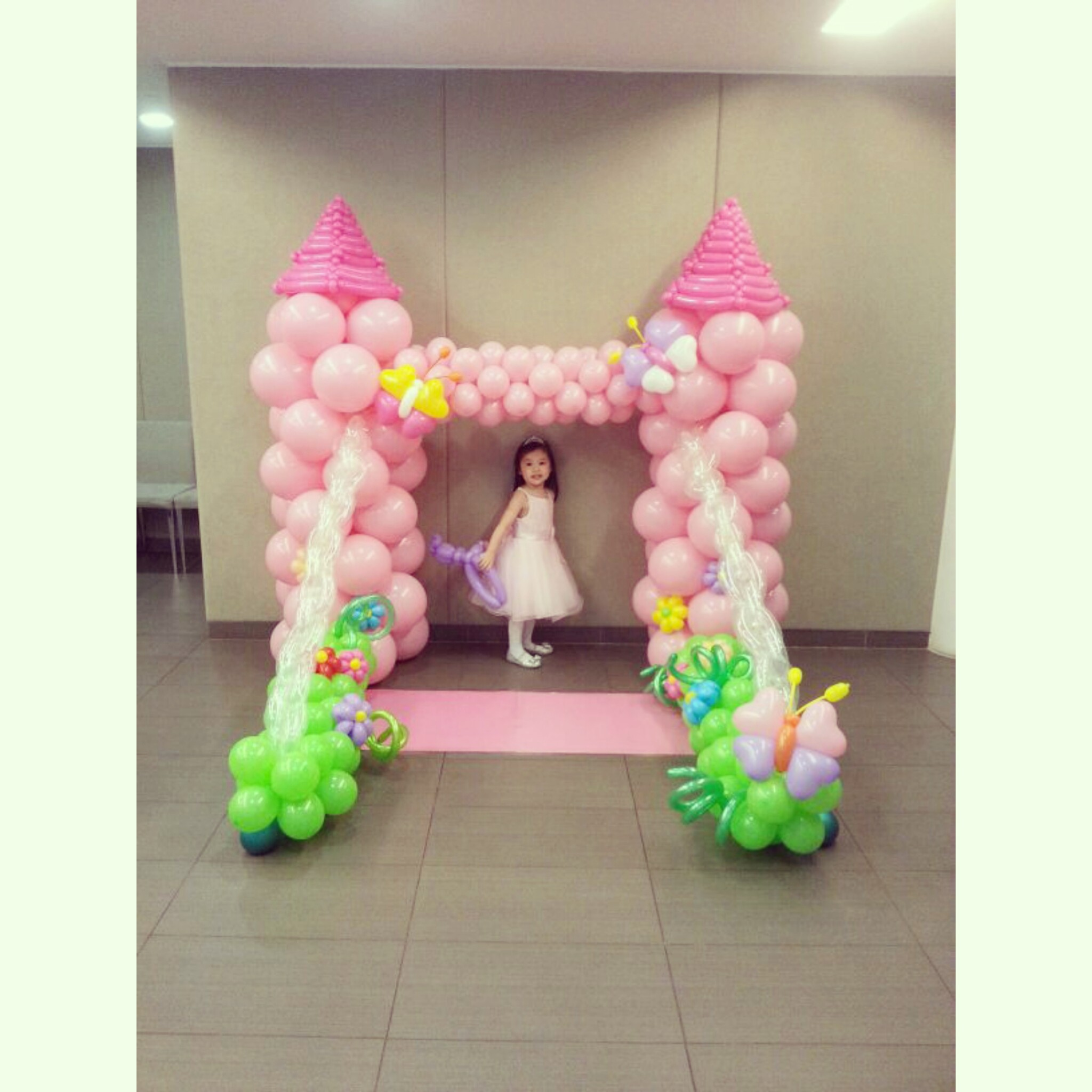 Balloon fantasy princess castle backdrop for a beautiful for Arch decoration supplies