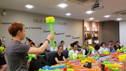 Balloon Workshop for team building for Paradise Group