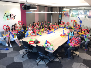 1 hour of balloon twisting class for changi airport group! It was a blast!