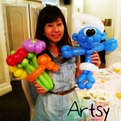 Smurf balloon and bouquet of flowers!