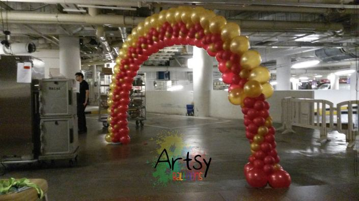 """Thisi is a different style of balloon arch that use a technique of balloon placement called """"Balloon Illusion arch technique"""""""