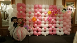 wedding link-o-loon balloon backdrop with wedding balloon couple