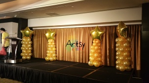 Balloon columns with golden star foil