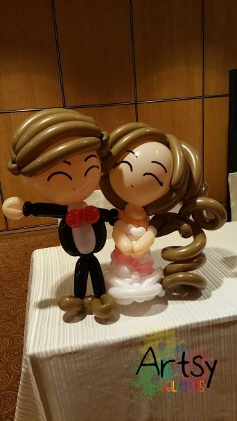 Balloon couple on reception table (2)