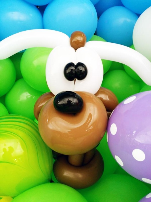 dog balloon sculpture