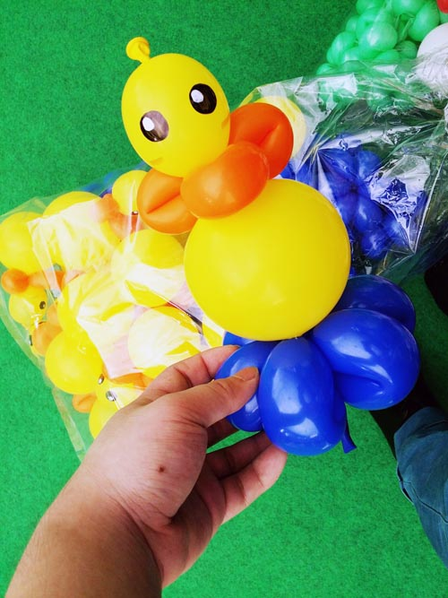 duck balloon sculpture