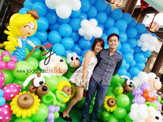 jocelyn guanliang with sheep balloon backdrop