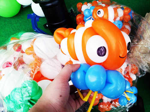 nemo balloon sculpture