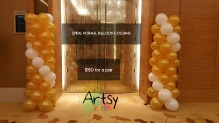 Spiral gold and white balloon columns