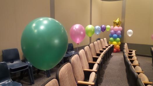 Round helium balloons