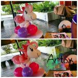 Big balloon pony table centerpiece
