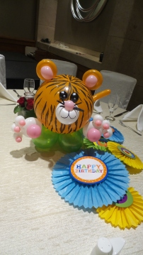 Tiger balloon table centerpiece