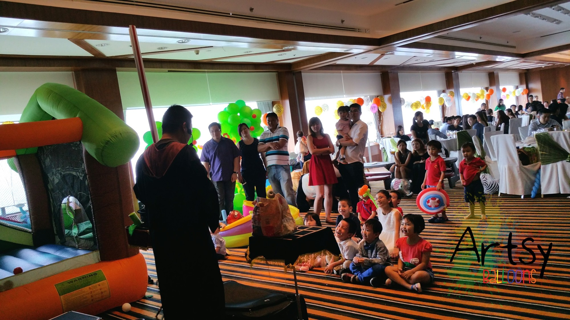 , Safari theme party! With animal balloon arch, backdrop and many more!, Singapore Balloon Decoration Services - Balloon Workshop and Balloon Sculpting