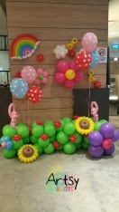 Balloon backdrop with animals
