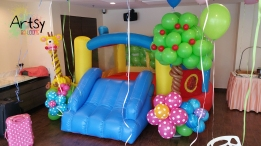 Balloon tree and balloon giraffe display