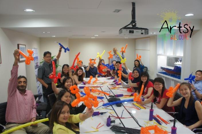 Advance balloon workshop group photo