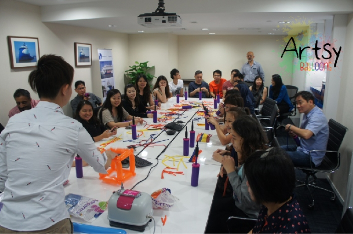 Ouji teaching balloon workshop