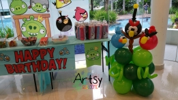 Angry Bird balloon display (3)