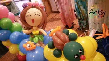 Hawaii themed balloon decoration