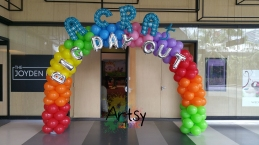 Rainbow balloon arch with balloon alphabets (2)