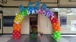 Rainbow balloon arch with balloon alphabets (2)