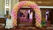 balloon wedding couple with arch