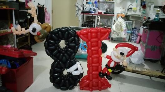 8i balloon brand sculpture