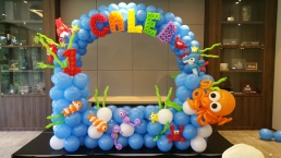 Underwater themed arch for phototaking
