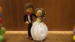 Balloon wedding couple (3)