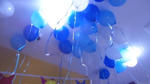 helium balloons blue