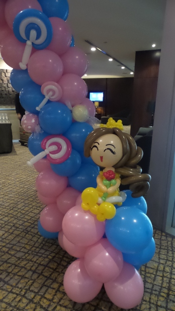 How to do a balloon arch (16)