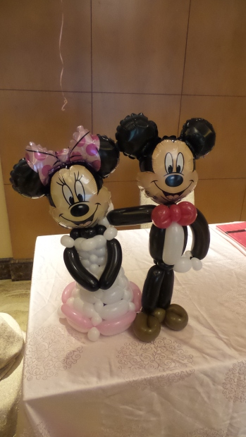 mickey and minnie balloon wedding couple