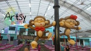 monkey-couple-balloon-sculpture-for-chingay-singapore.jpg.jpeg