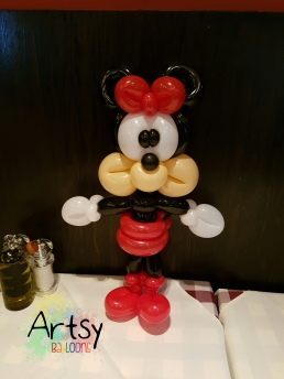 Balloon Sculpting Singapore for birthday parties and events balloon Minnie mouse