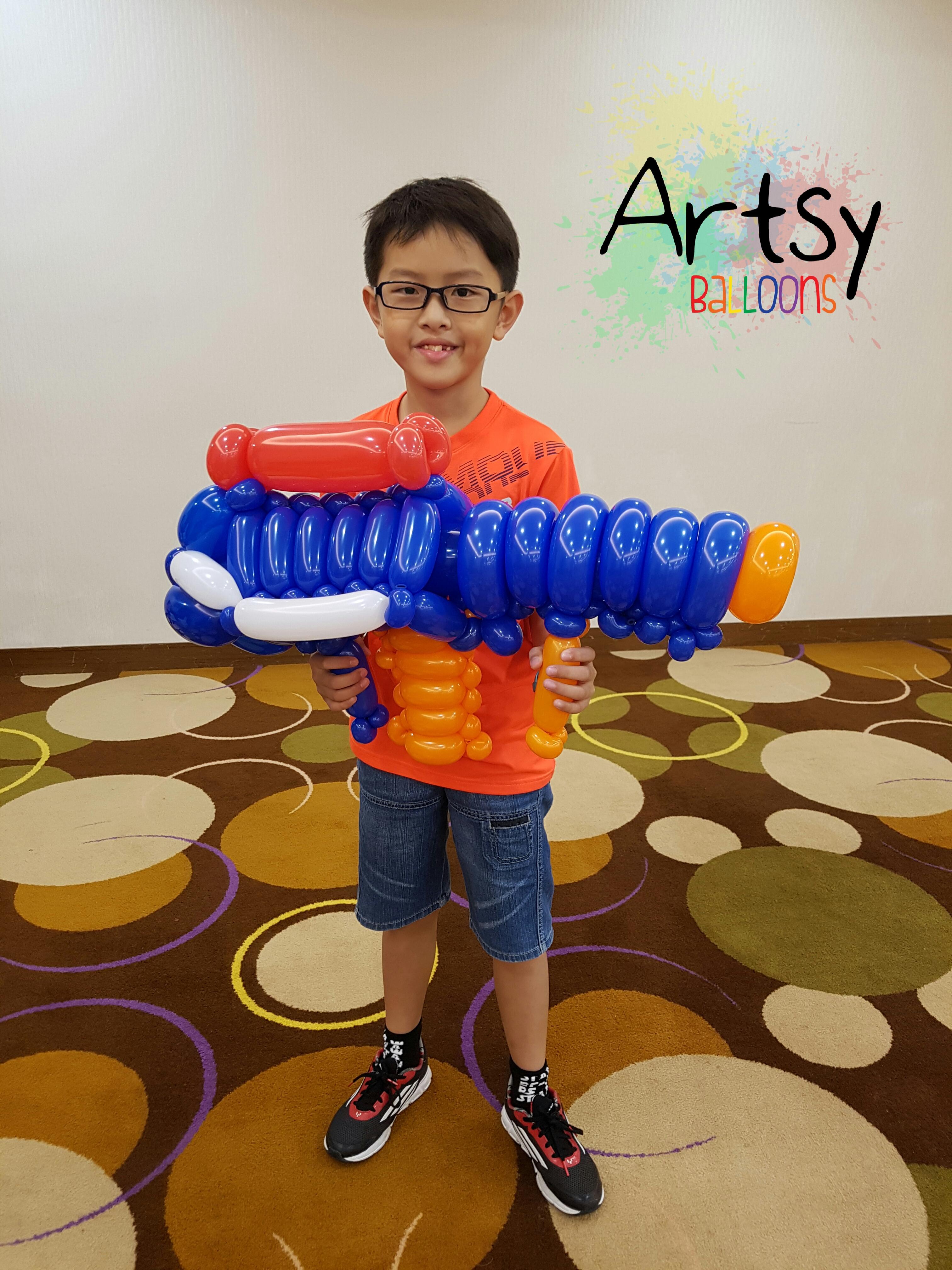 Balloon nerf gun balloon sculpture