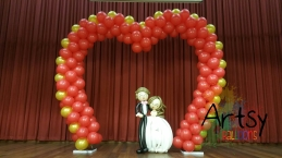 Heart shaped balloon arch!