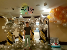 Ouji with 4 balloon columns for decorations