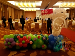 , Singapore themed balloon backdrop for a wedding!, Singapore Balloon Decoration Services - Balloon Workshop and Balloon Sculpting