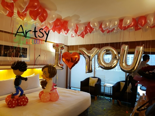 Sweet balloon proposal with balloons
