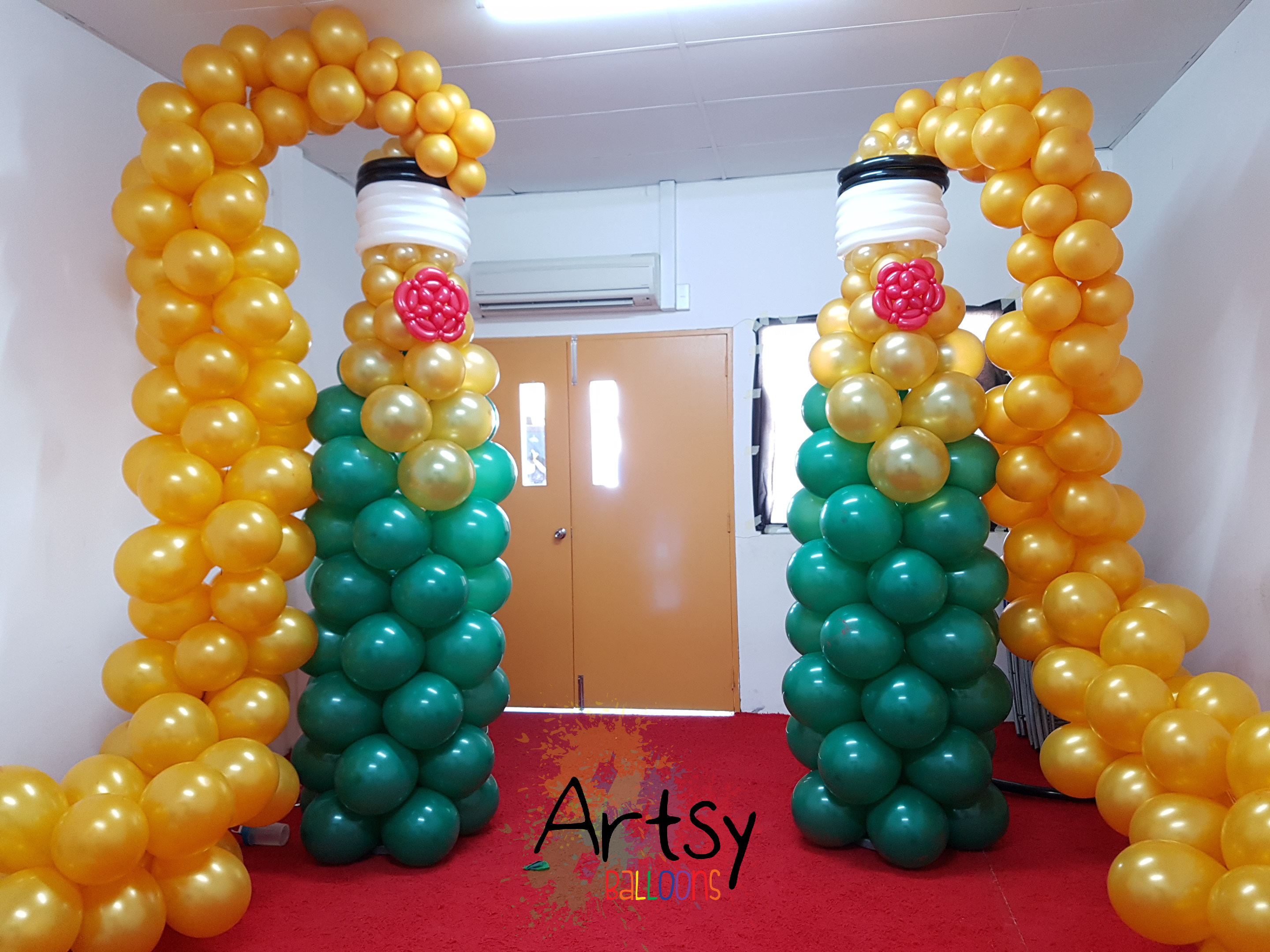 Grand wine balloon sculpture for grand opening for Balloon decoration course