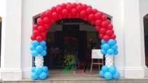 Simple unique shaped balloon arch