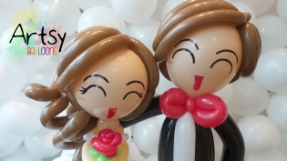 balloon wedding couple face